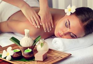 Kvinna får massage